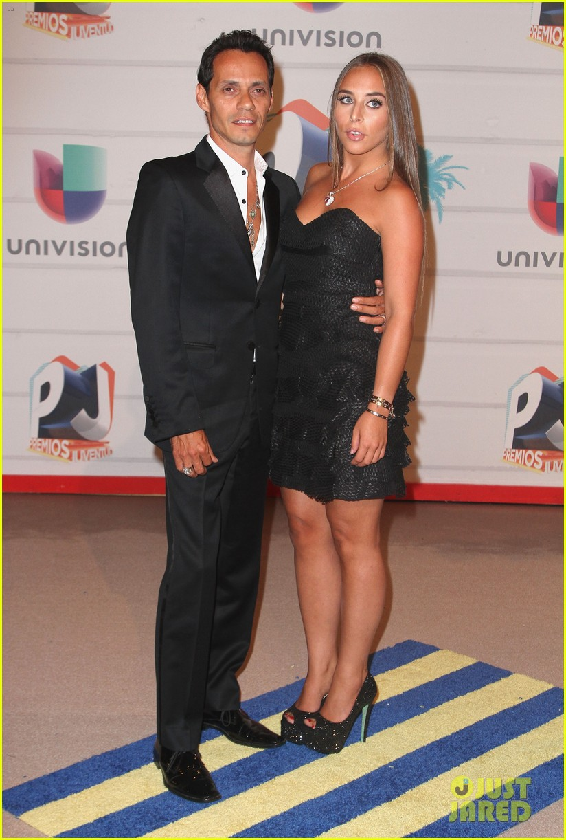marc anthony chloe green red carpet couple debut 052911843