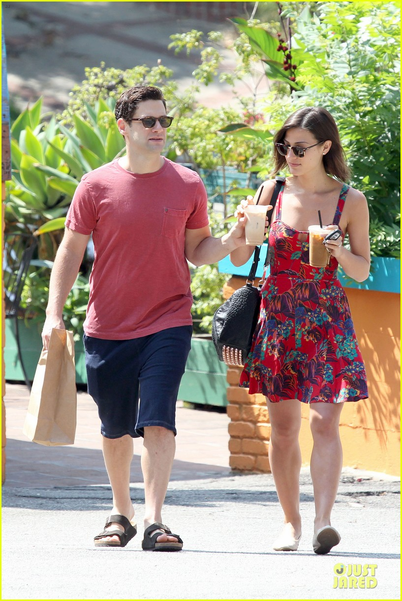 justin bartha lia smith iced coffee sharing couple 102905141