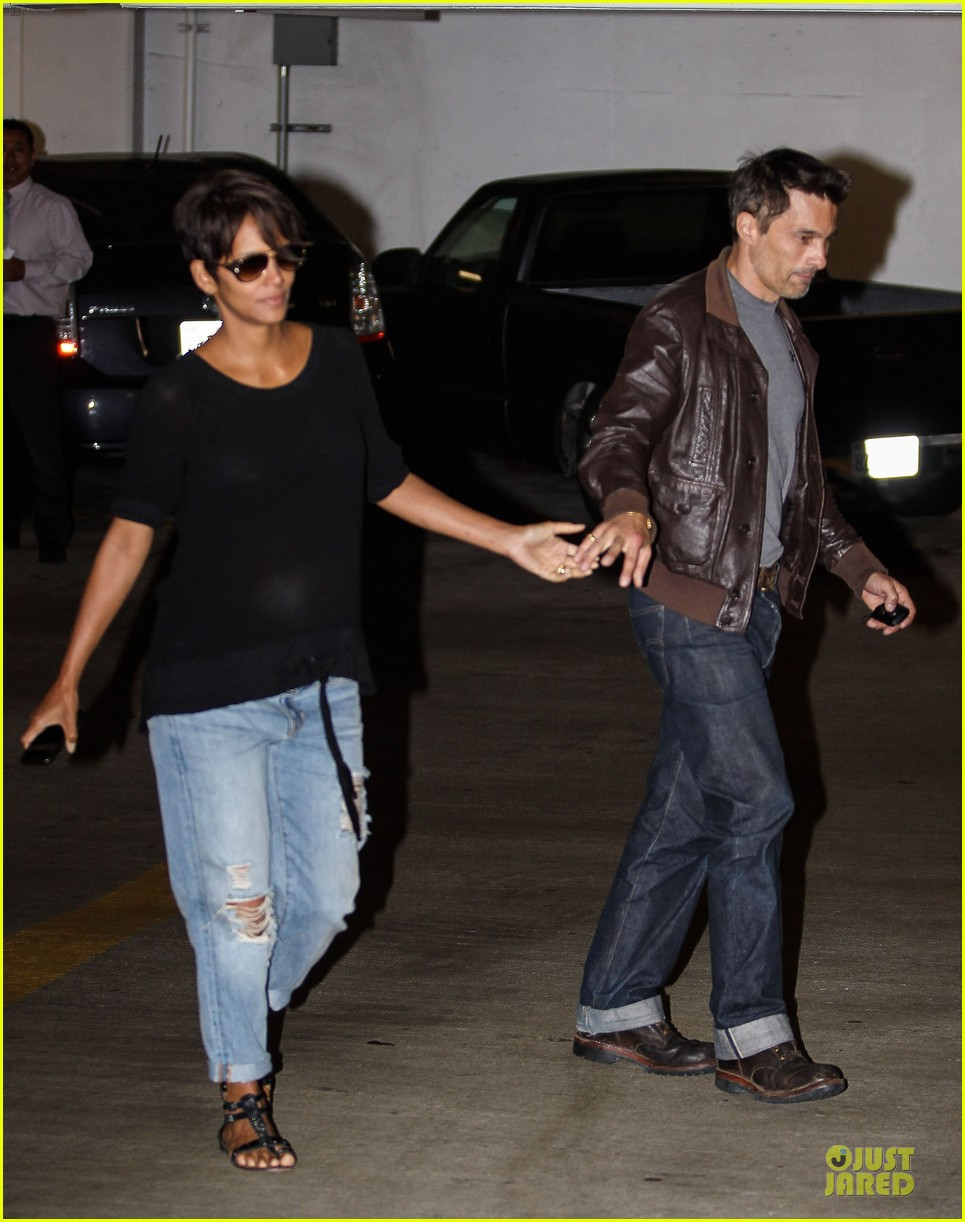 halle berry olivier martinez hold hands for baby checkup 092921119