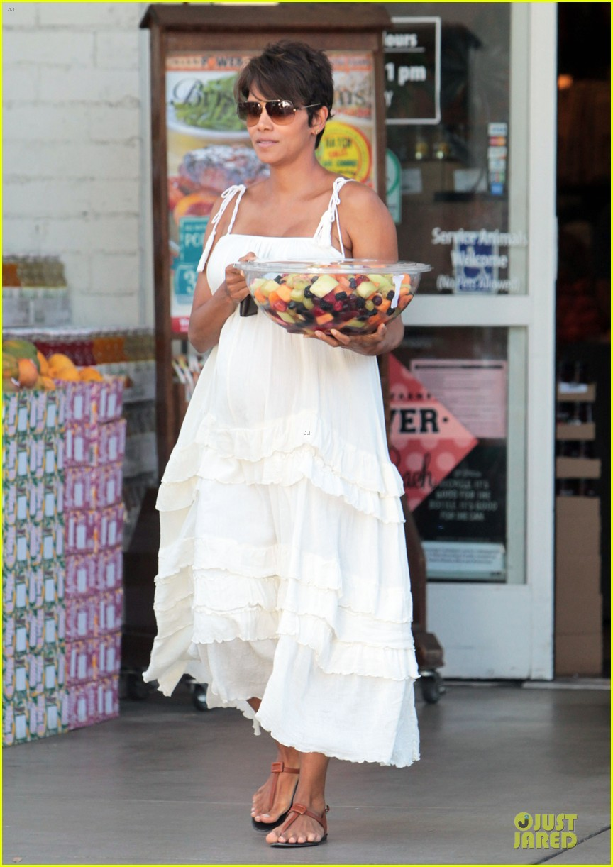 halle berry fruit salad pregnancy craving 15