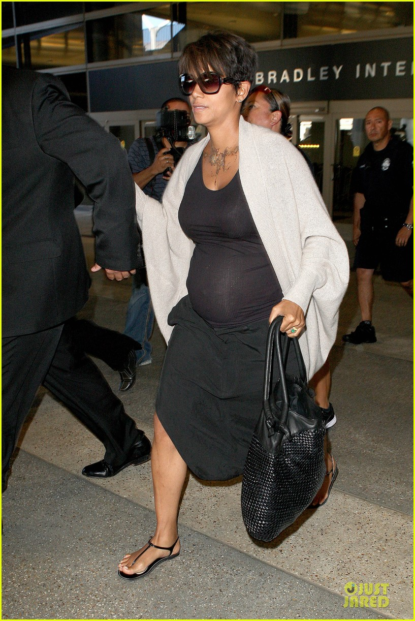 halle berry olivier martinez lax arrival after wedding 062910553