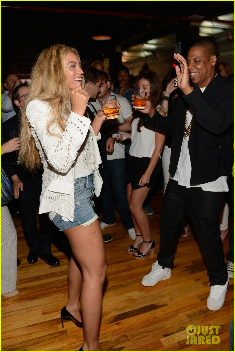 beyonce jay z dance together at magna carta release party 032904377