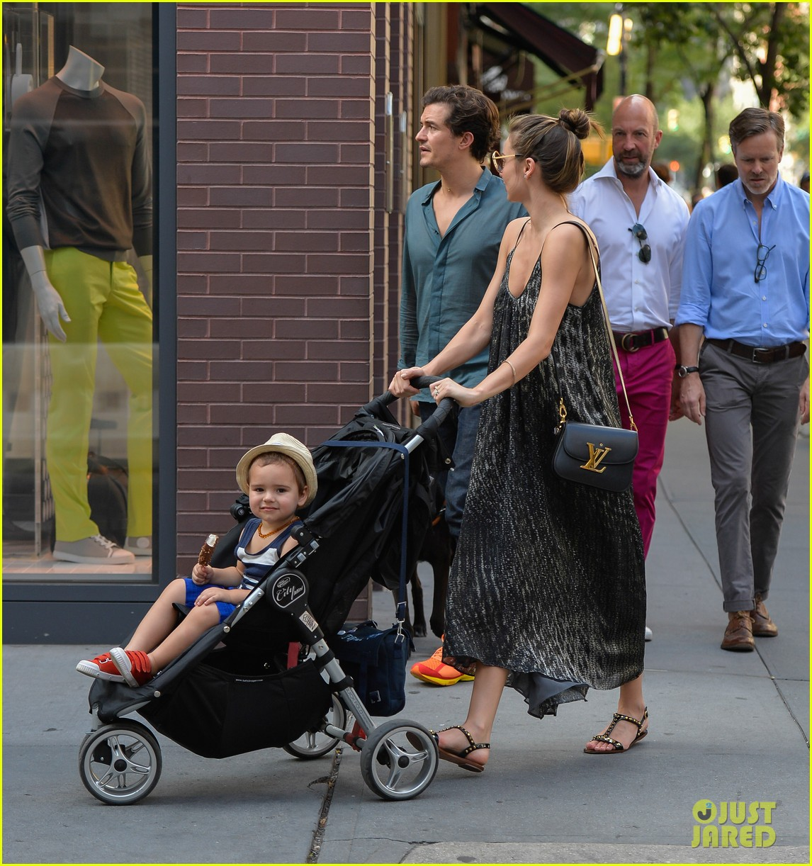 orlando bloom miranda kerr big apple stroll with flynn 032904086