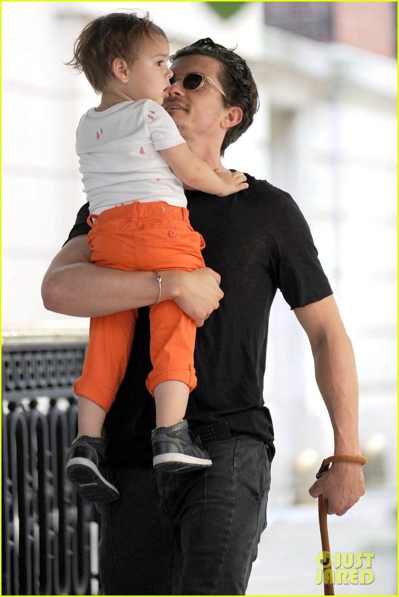 orlando bloom daddy day out with flynn 05