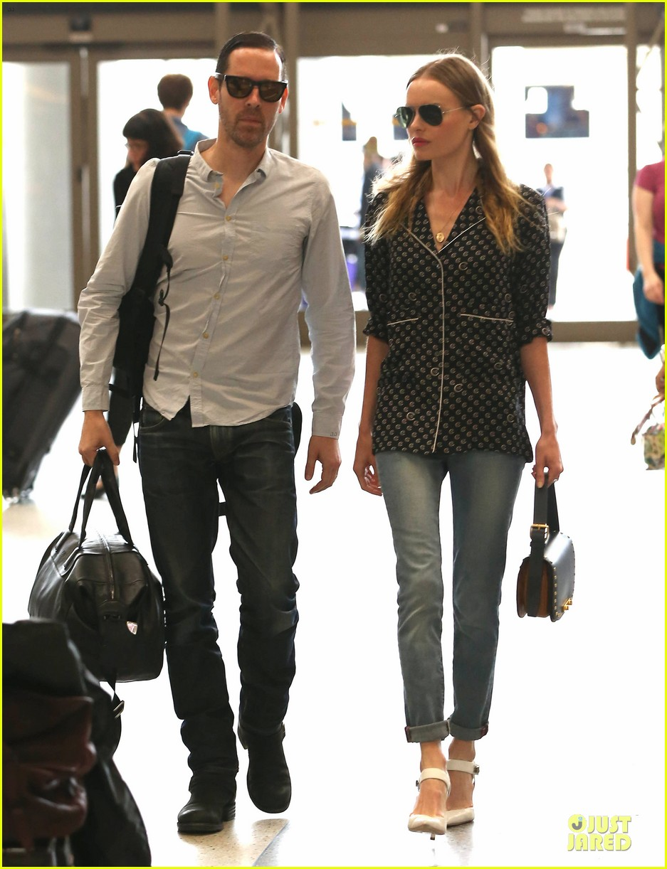 kate bosworth michael polish hold hands for south korea flight 11