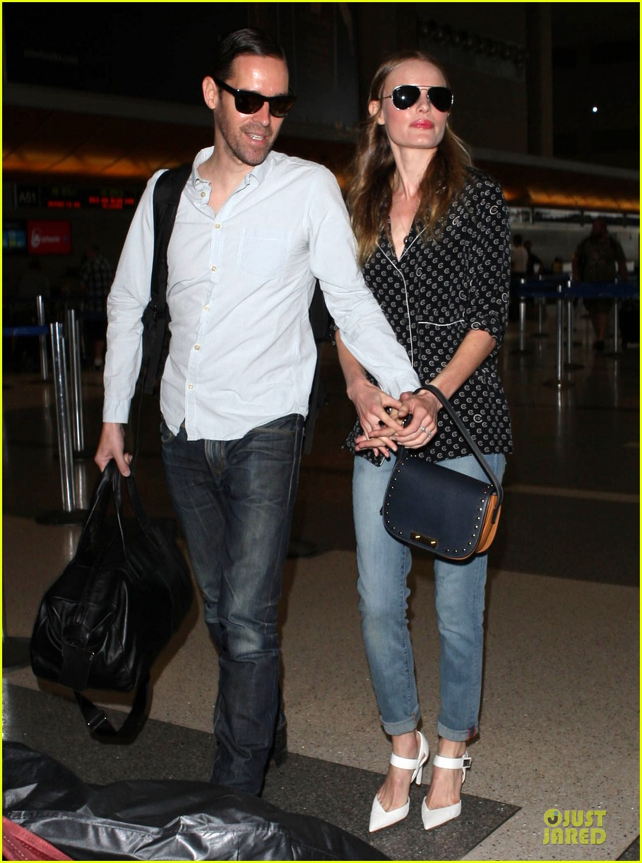 kate bosworth michael polish hold hands for south korea flight 13