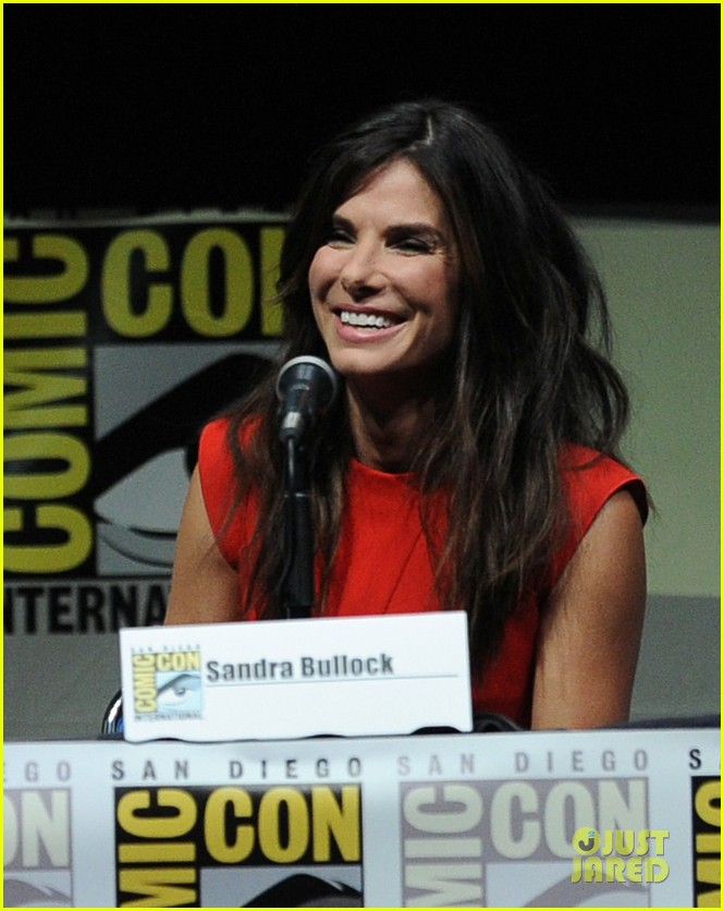 sandra bullock gravity panel at comic con 02