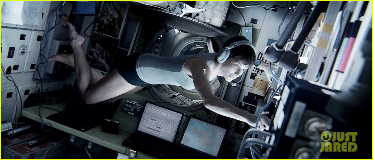 sandra bullock new gravity image released 03