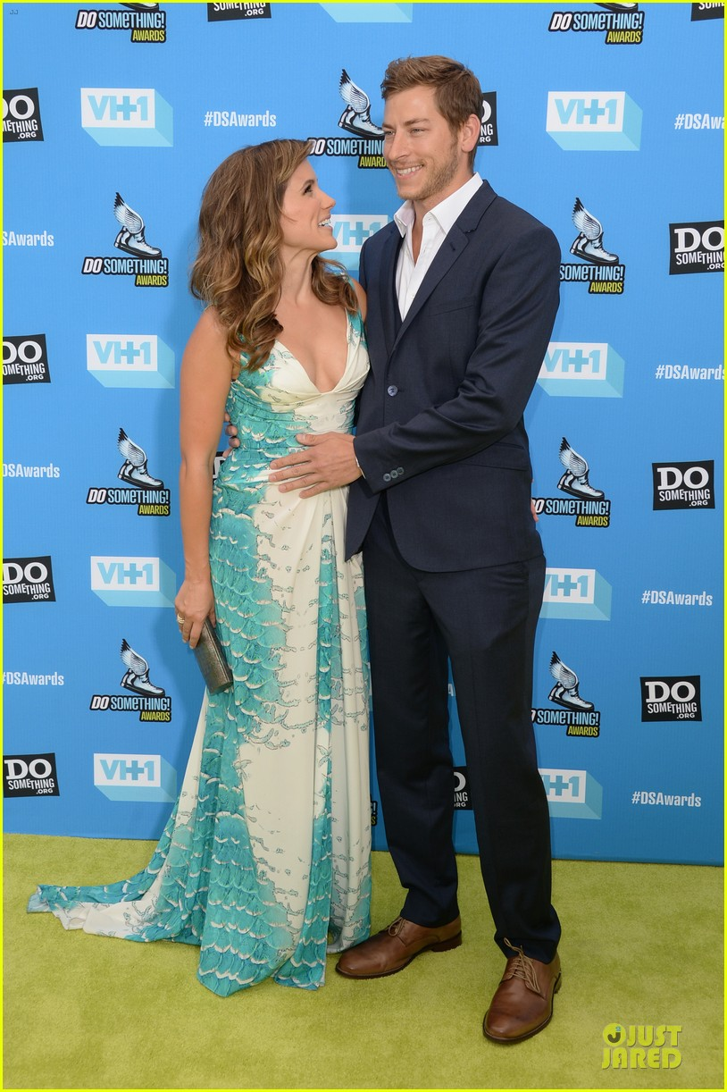 sophia bush dan fredinburg do something awards host 03