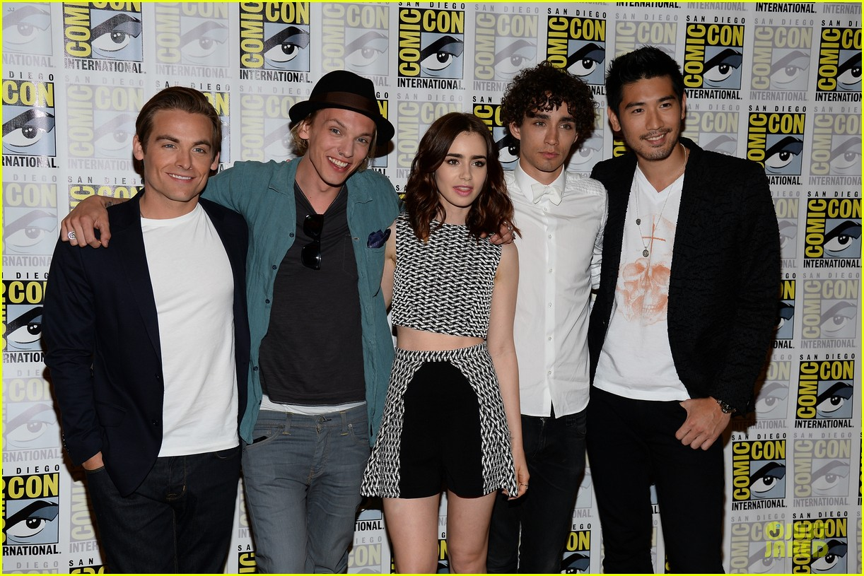 lily collins jamie bower campbell city of bones at comic con 08