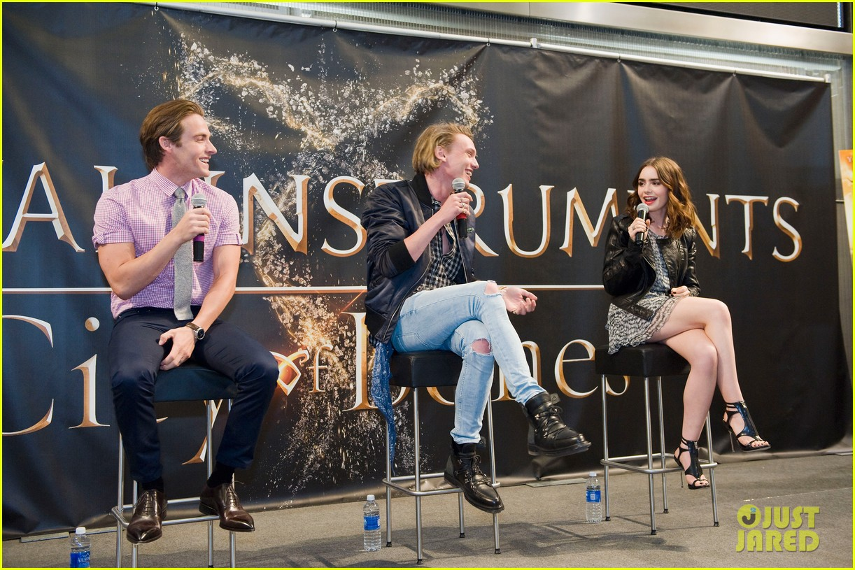 lily collins jamie campbell bower mortal instruments signing 052919115