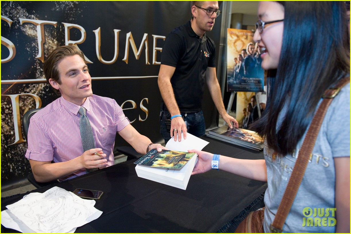 lily collins jamie campbell bower mortal instruments signing 062919116