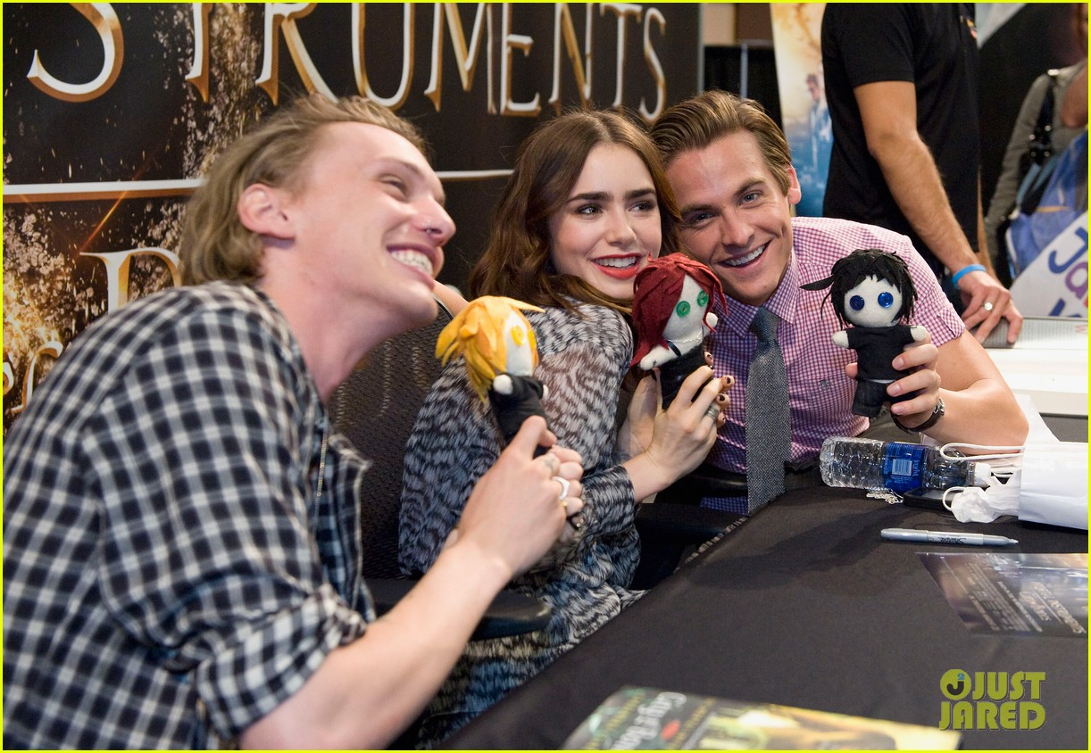 lily collins jamie campbell bower mortal instruments signing 07