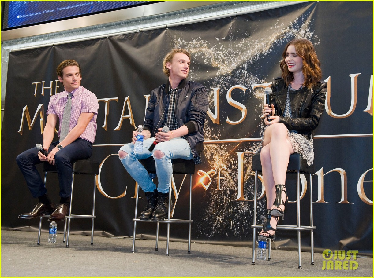 lily collins jamie campbell bower mortal instruments signing 102919120