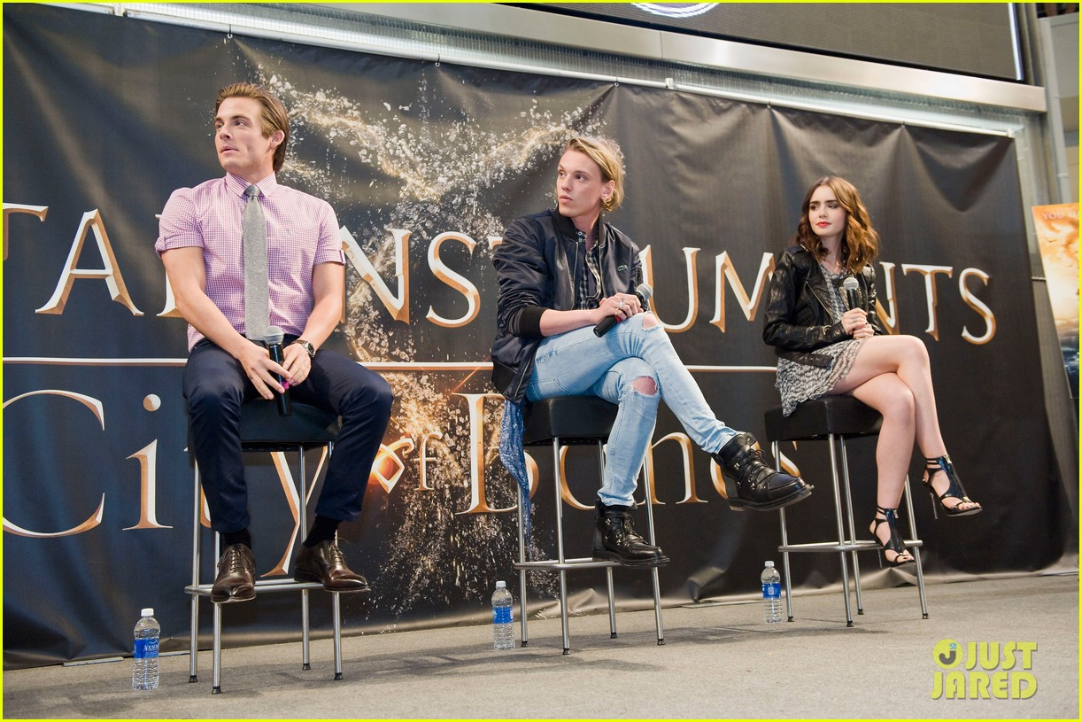 lily collins jamie campbell bower mortal instruments signing 112919121