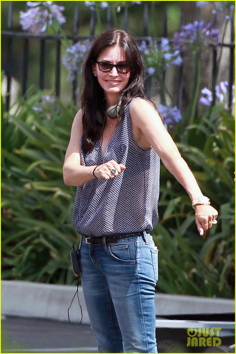 courteney cox takes on directing duties for pre production 03