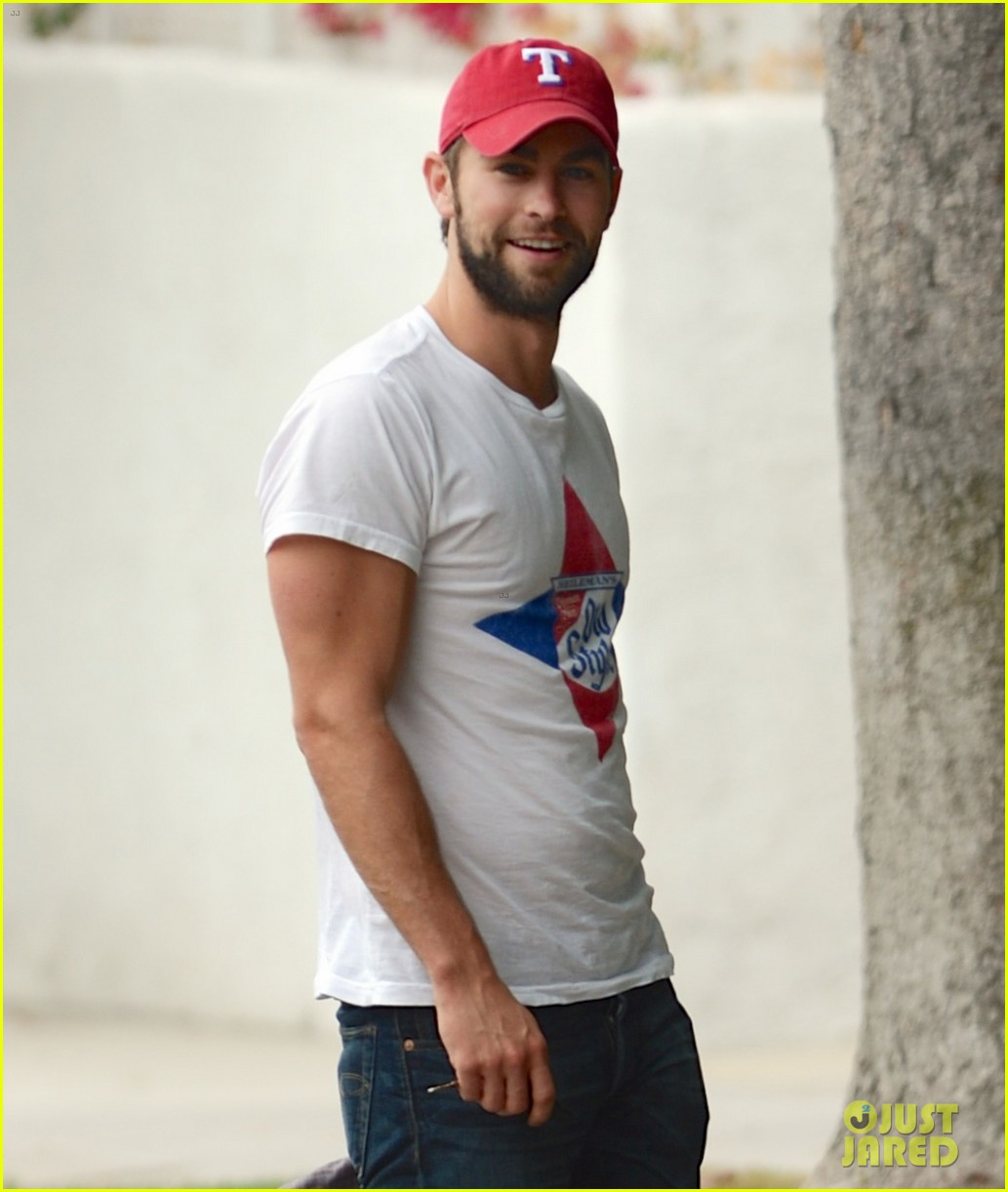 chace crawford bulging biceps in studio city 052908203