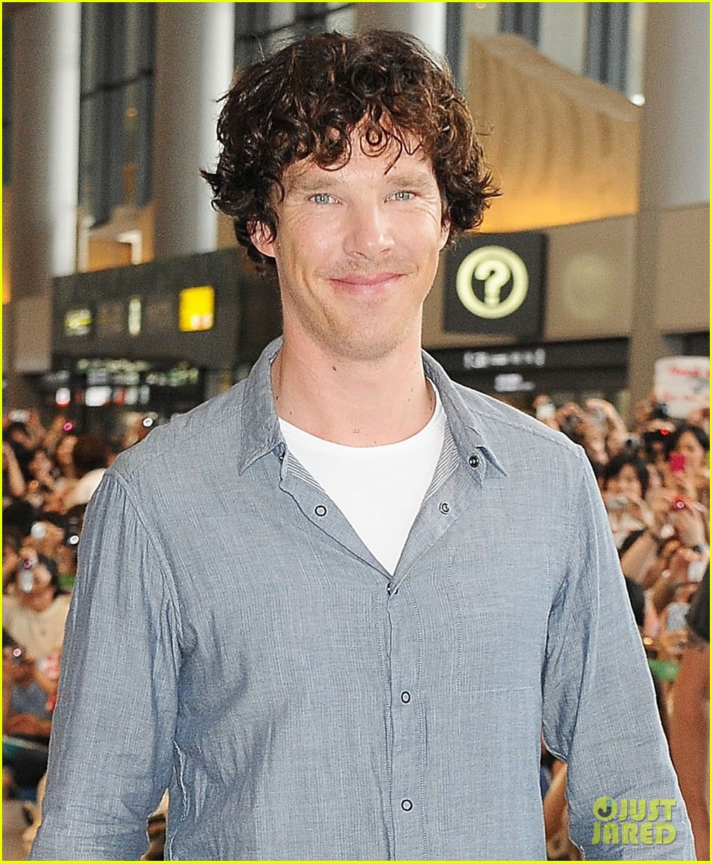 benedict cumberbatch arrives in japan after wrapping hobbit 04