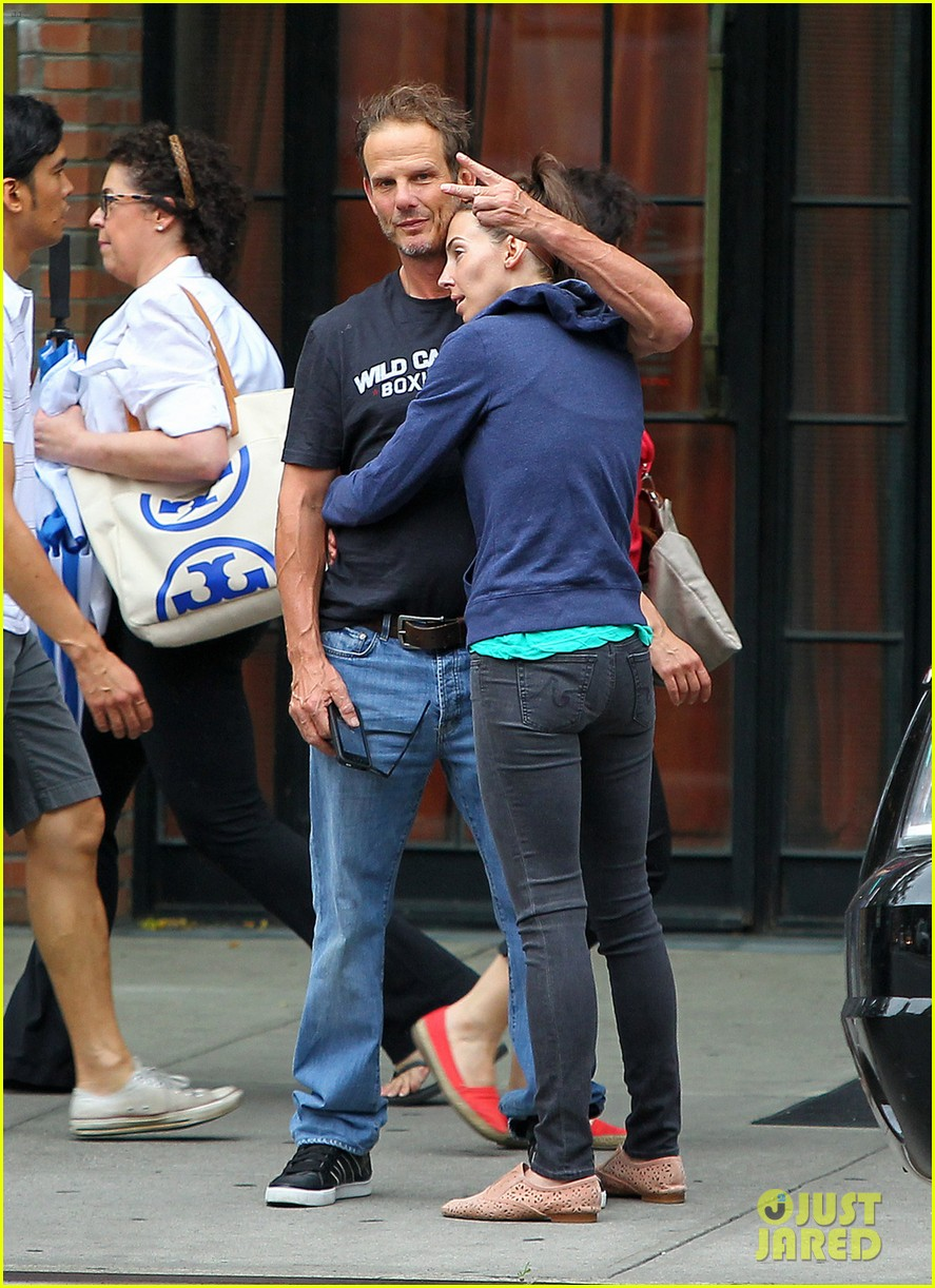 whitney cummings peter berg cuddling couple in nyc 022908784