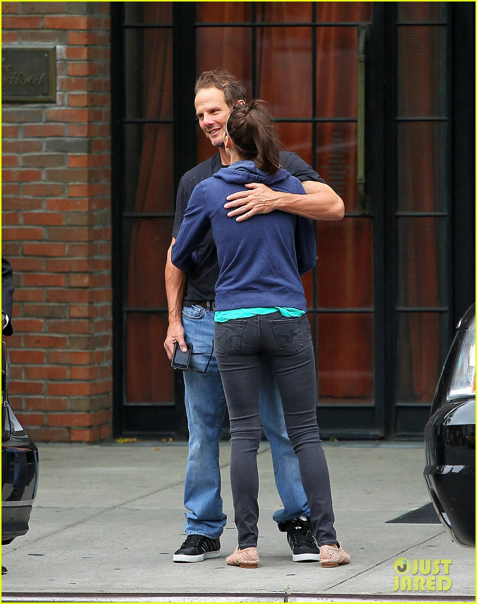whitney cummings peter berg cuddling couple in nyc 052908787