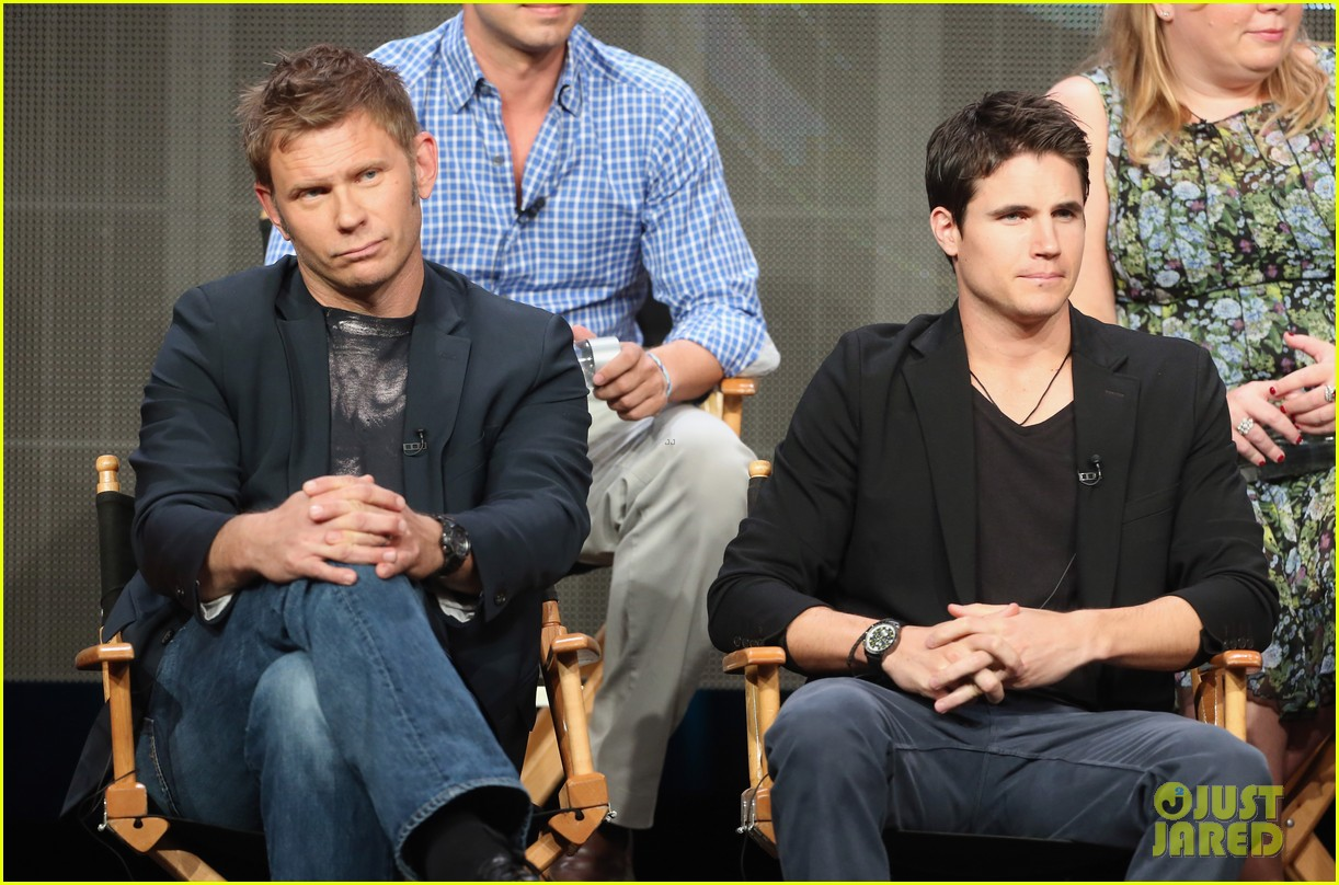 robbie amell joseph morgan thw cw at tca 2013 372920829