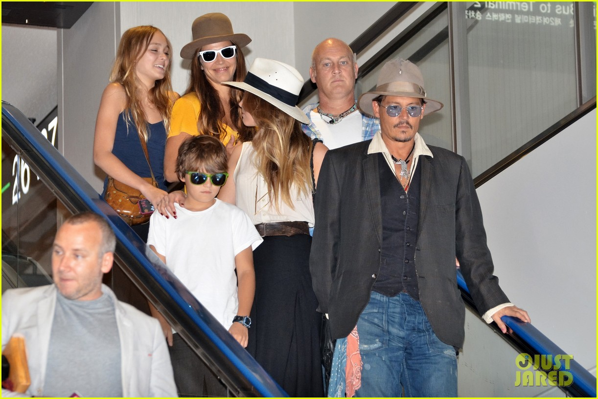 johnny depp amber heard leave japan with his kids 04