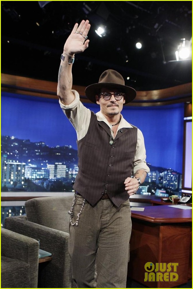 johnny depp kisses jimmy kimmel for talk show appearance video 032902723