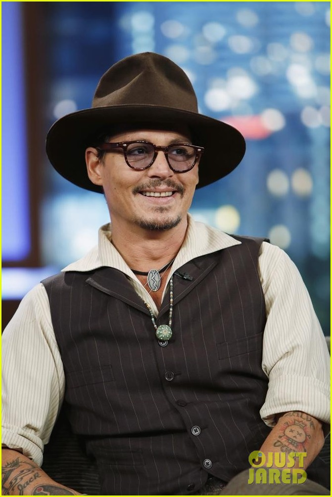 johnny depp kisses jimmy kimmel for talk show appearance video 082902728