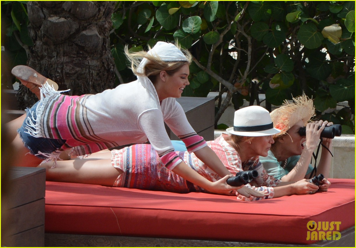 cameron diaz kate upton bikini babes in the bahamas 212914519
