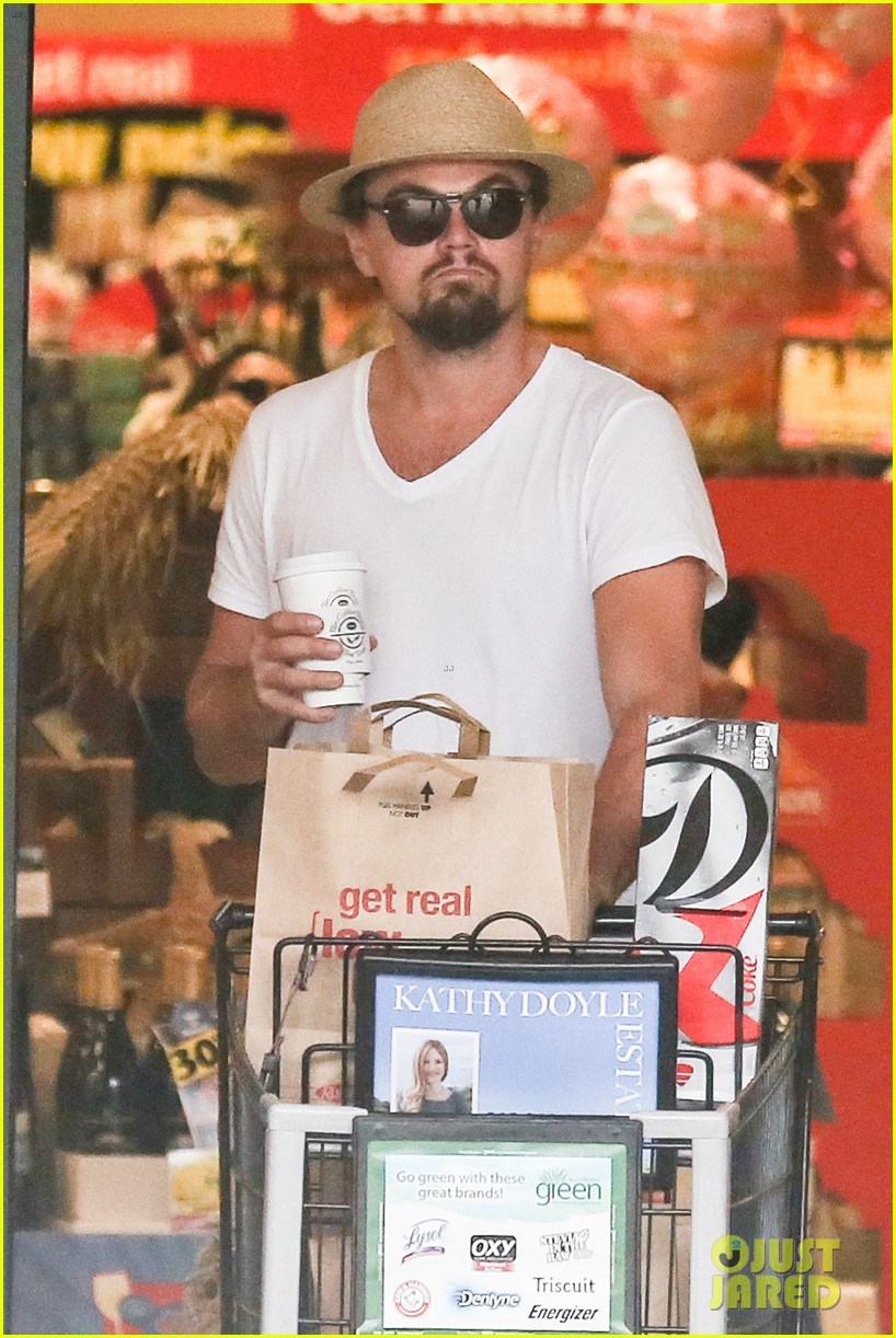 leonardo dicaprio fourth of july grocery shopping 01