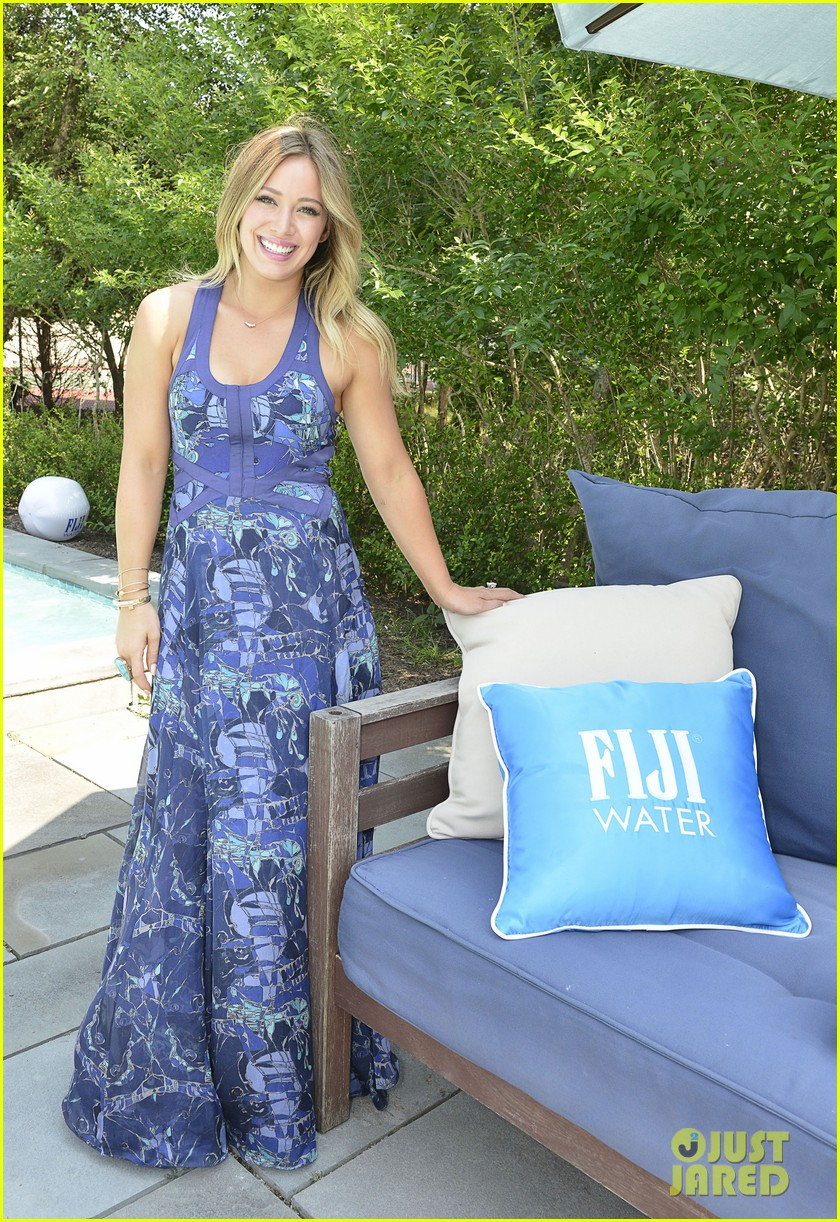 hilary duff fiji water days of summer host 012913740