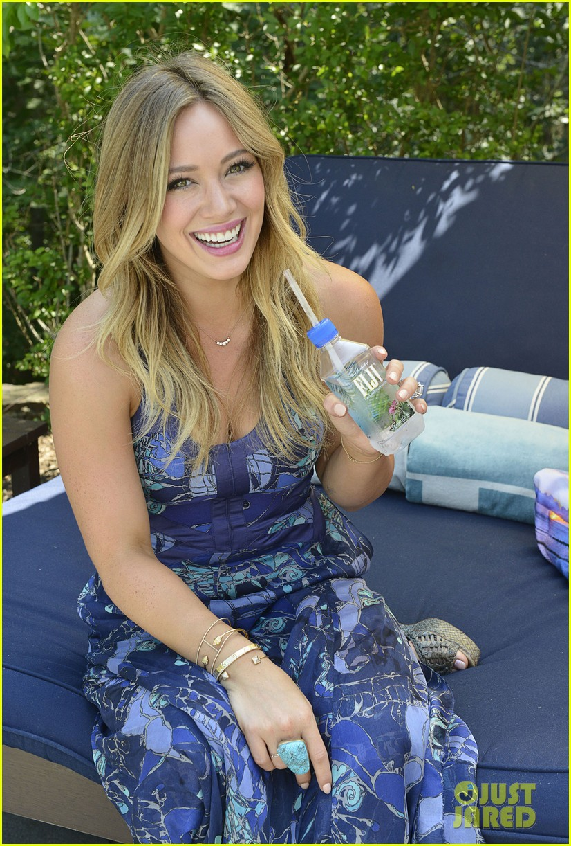 hilary duff fiji water days of summer host 02