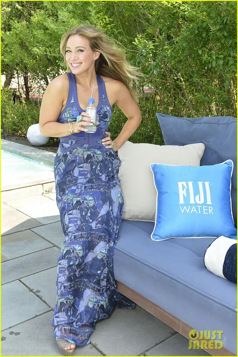 hilary duff fiji water days of summer host 06