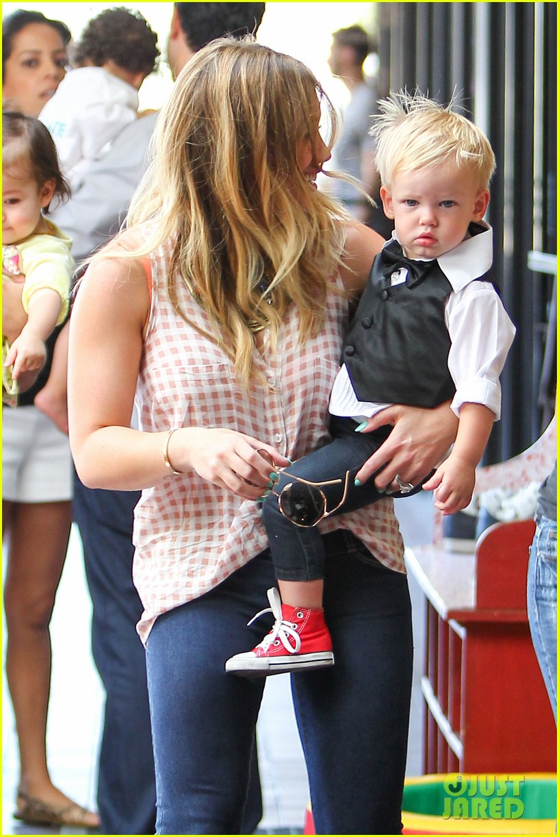 hilary duff luca graduates babies first class 162916008