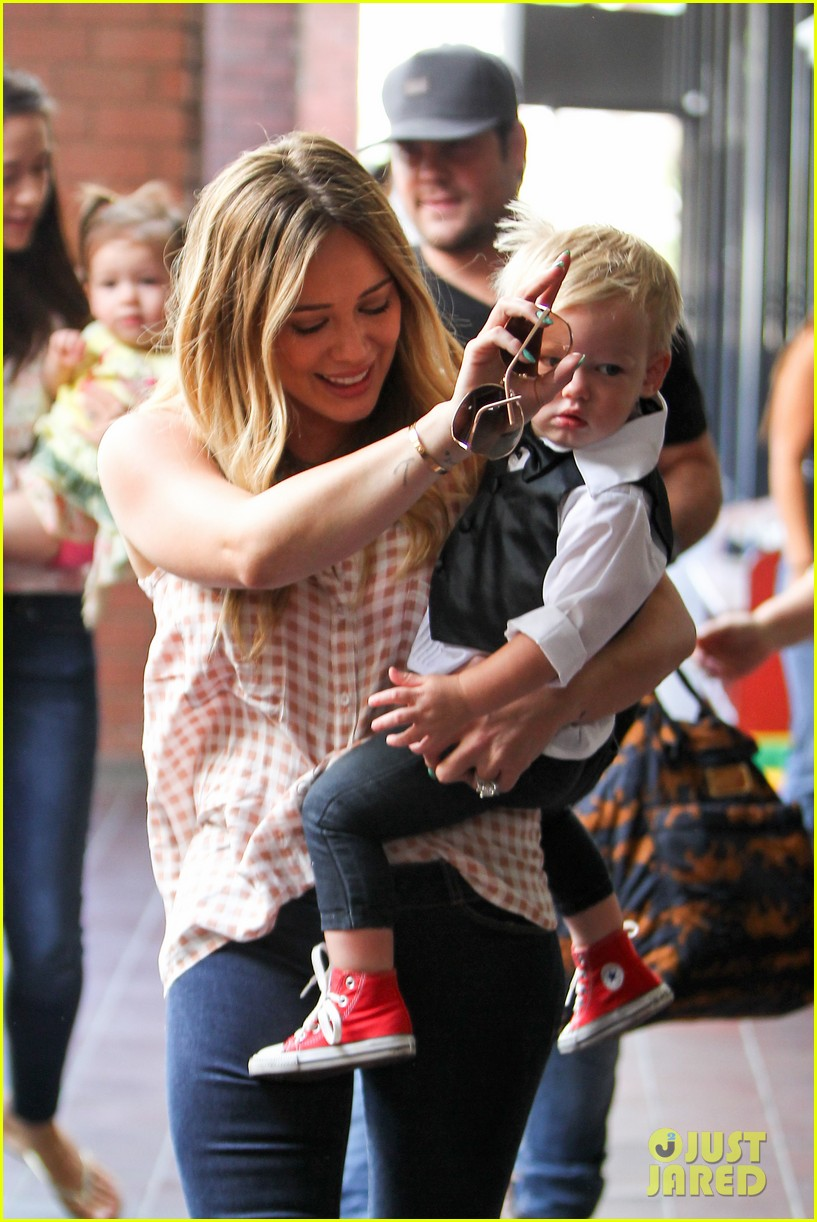 hilary duff luca graduates babies first class 182916010