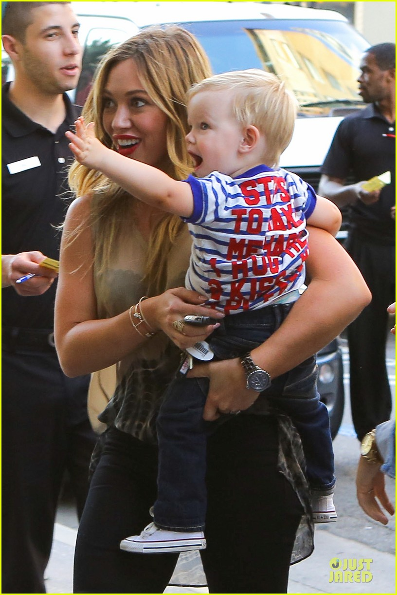 hilary duff targets pacifier loving luca 04