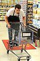 josh duhamel rides in shopping cart for diet pepsi event 05