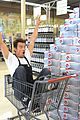 josh duhamel rides in shopping cart for diet pepsi event 09