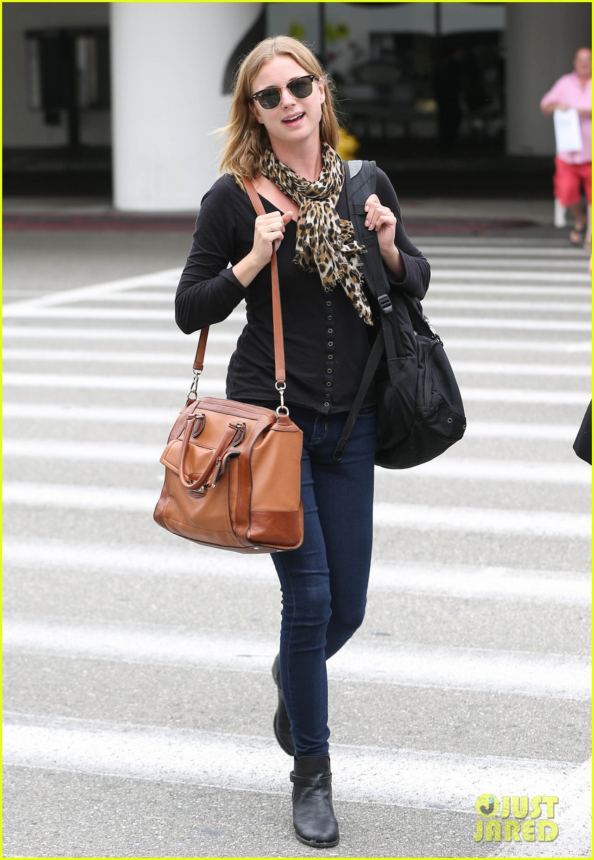 emily vancamp wraps filming girl in the book in nyc 03