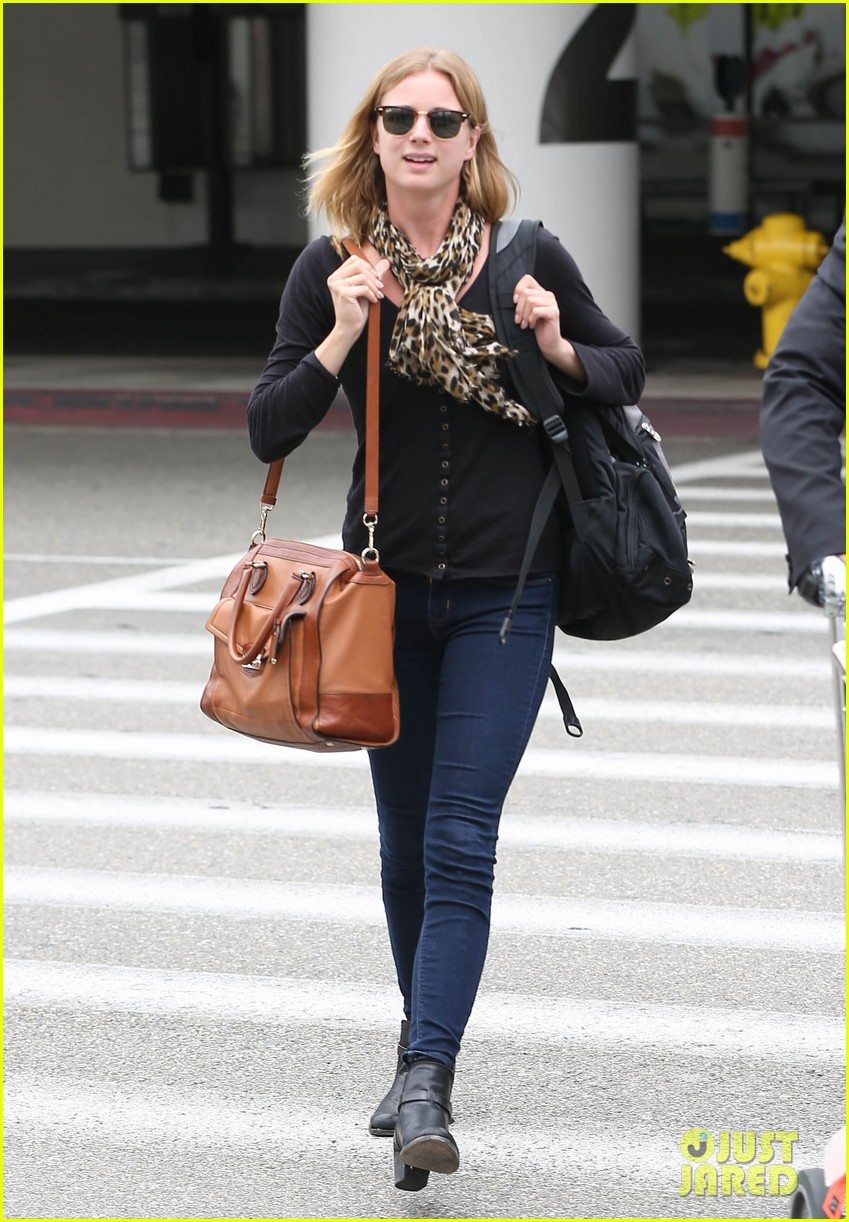 emily vancamp wraps filming girl in the book in nyc 05