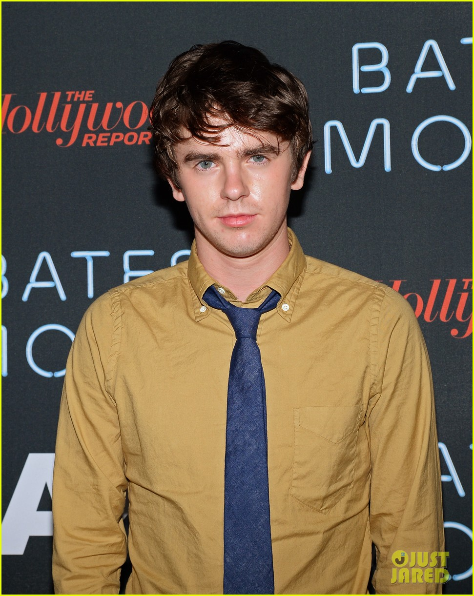 vera farmiga freddie highmore bates motel comic con party 10