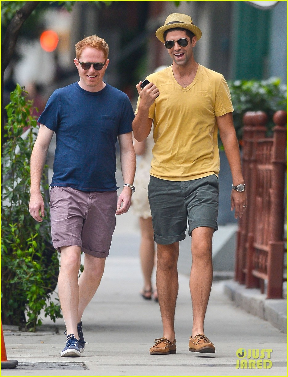 jesse tyler ferguson justin mikita newlyweds in new york 03