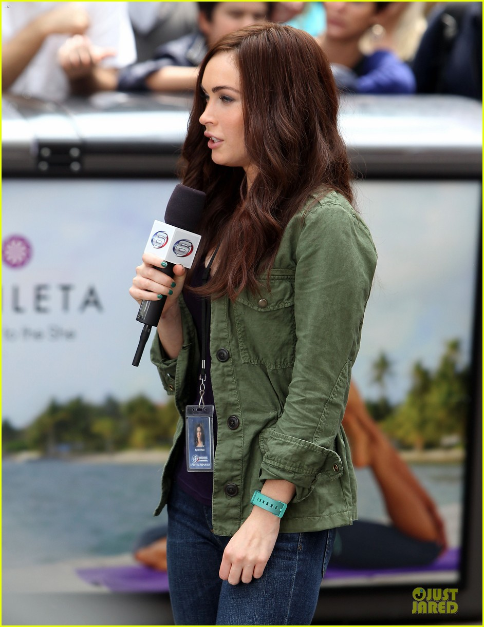 megan fox news reporter on teenage mutant ninja turtles set 162914730
