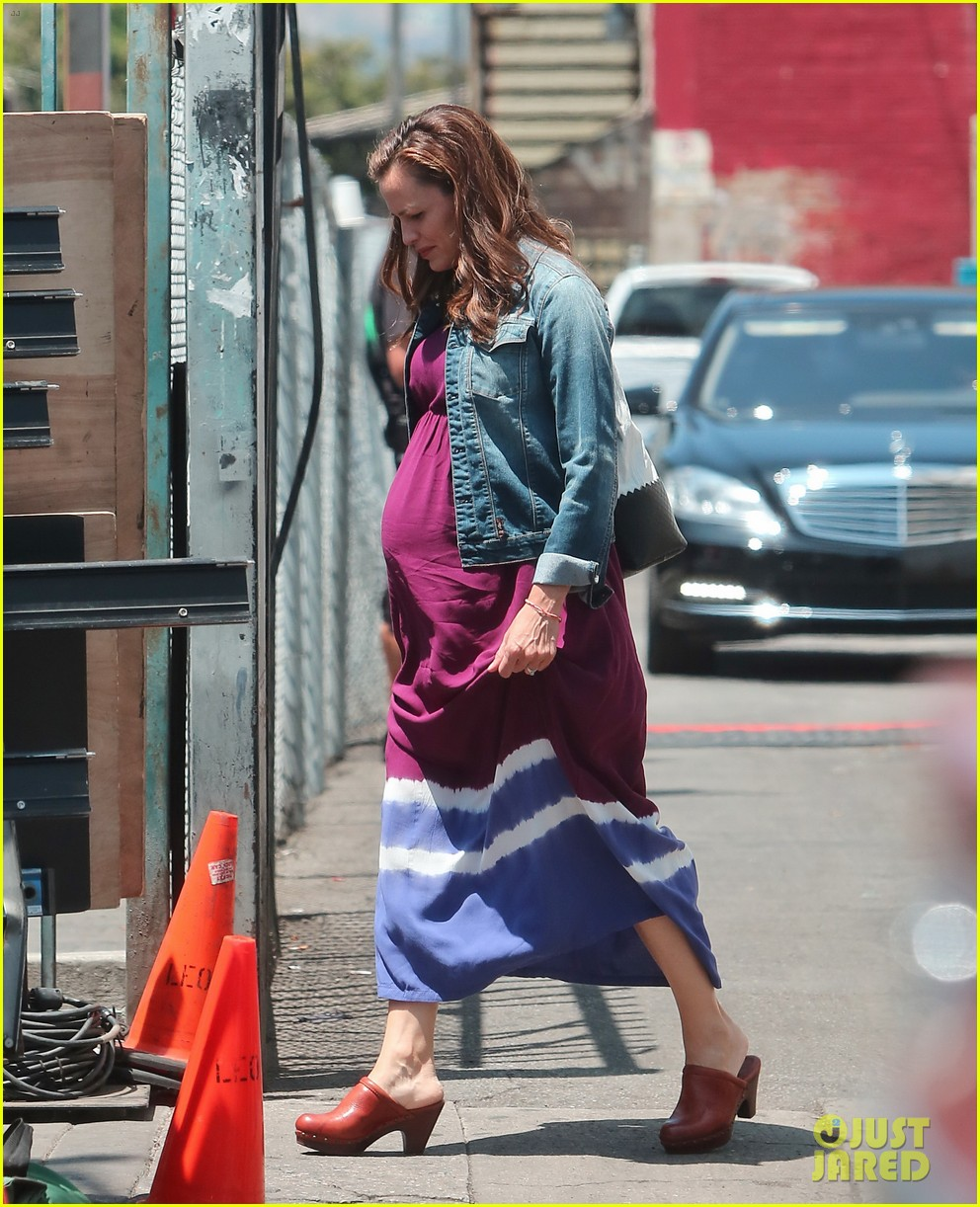 jennifer garner wears fake baby bump for imagine filming 19
