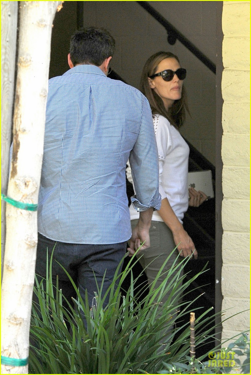 jennifer garner ben affleck lawyers office after max mara news 12