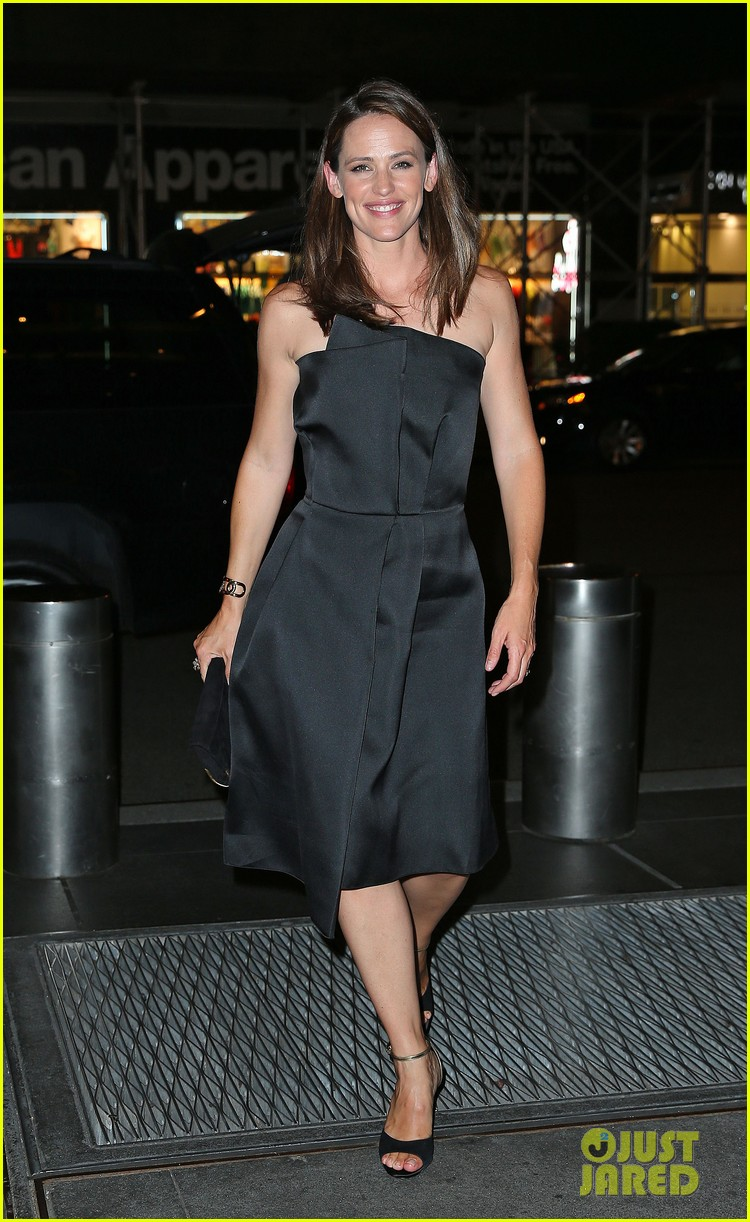 jennifer garner stuns at max mara dinner in new york 01