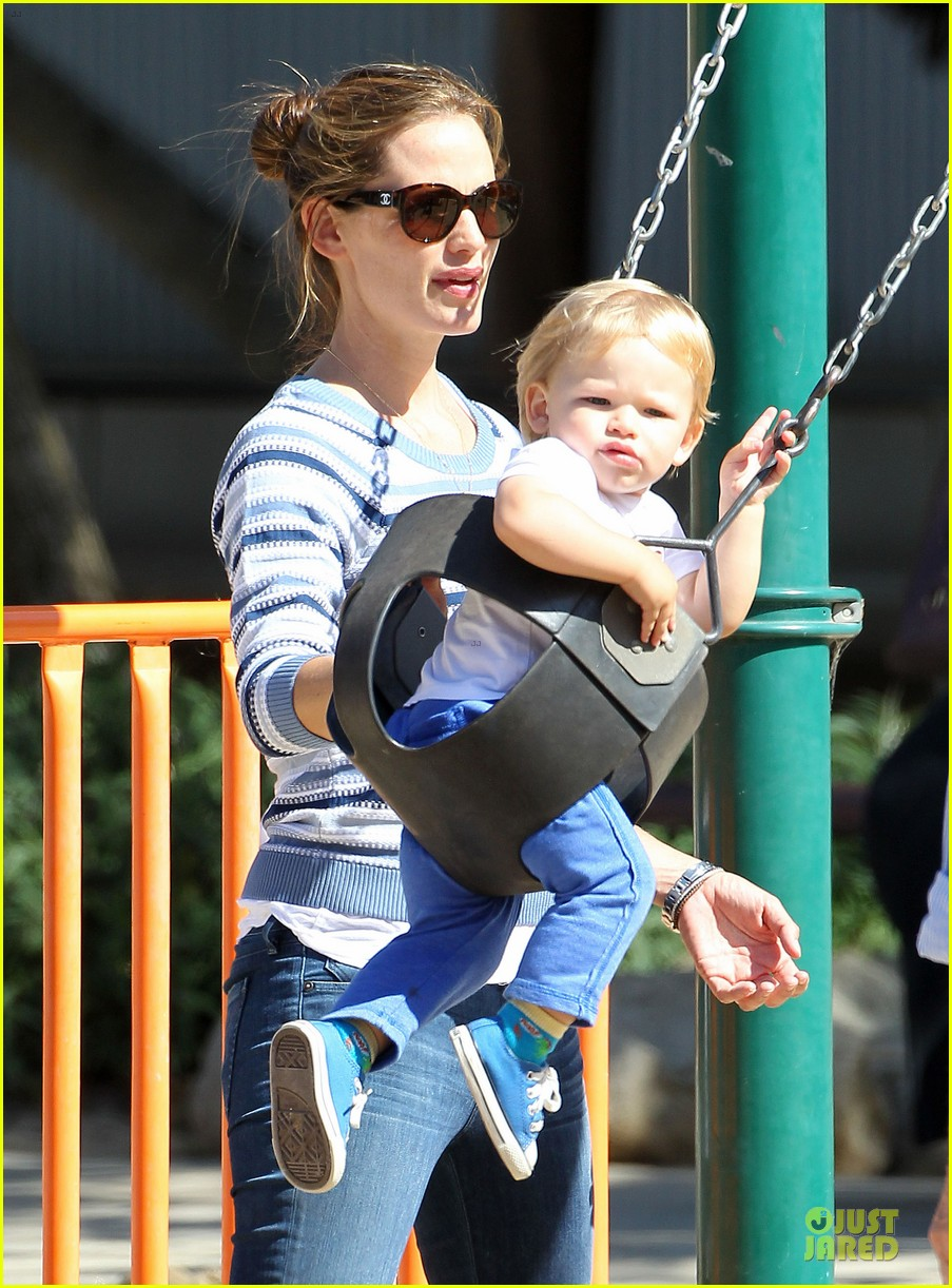 jennifer garner kids park date after jimmy kimmel wedding 02