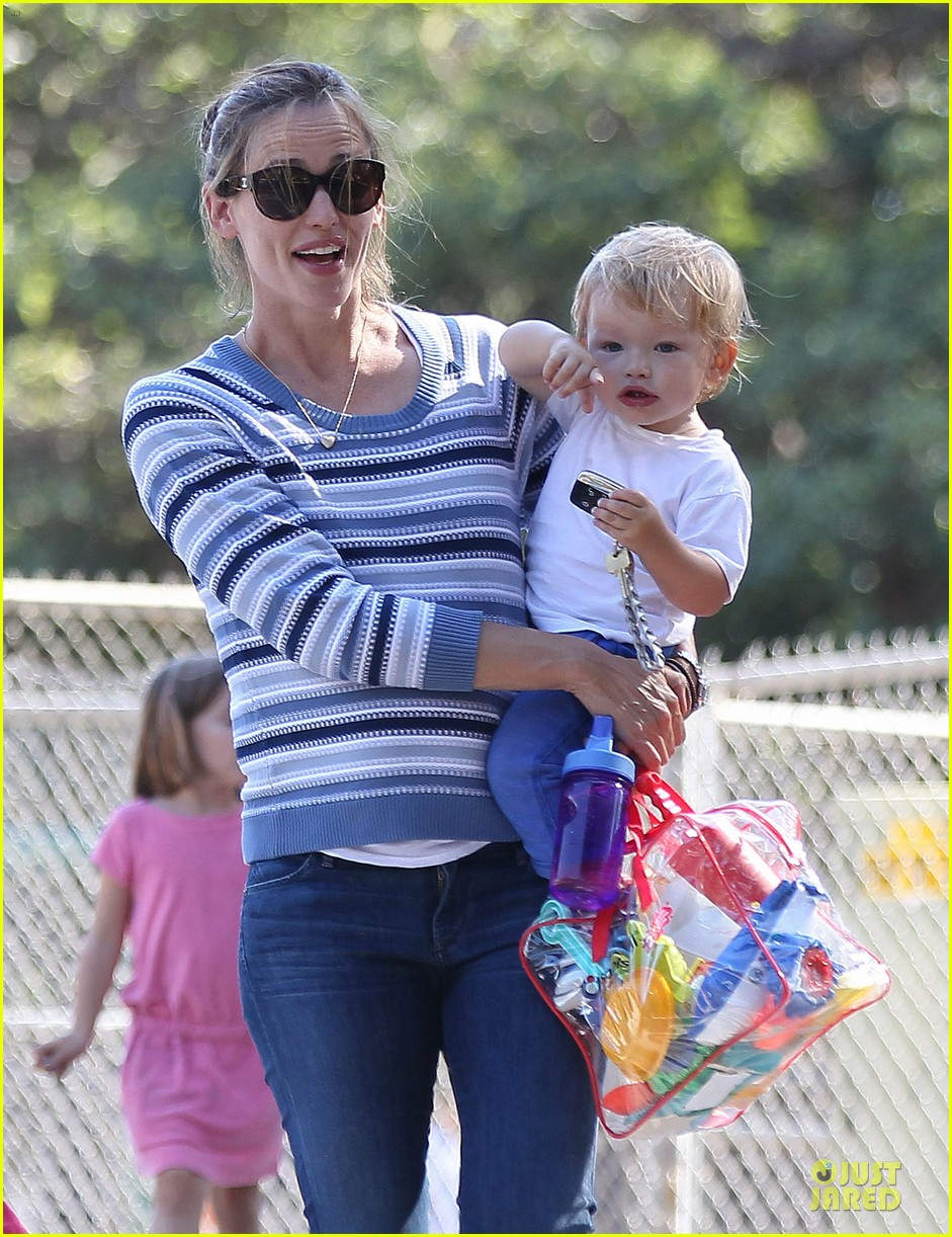 jennifer garner kids park date after jimmy kimmel wedding 202910043