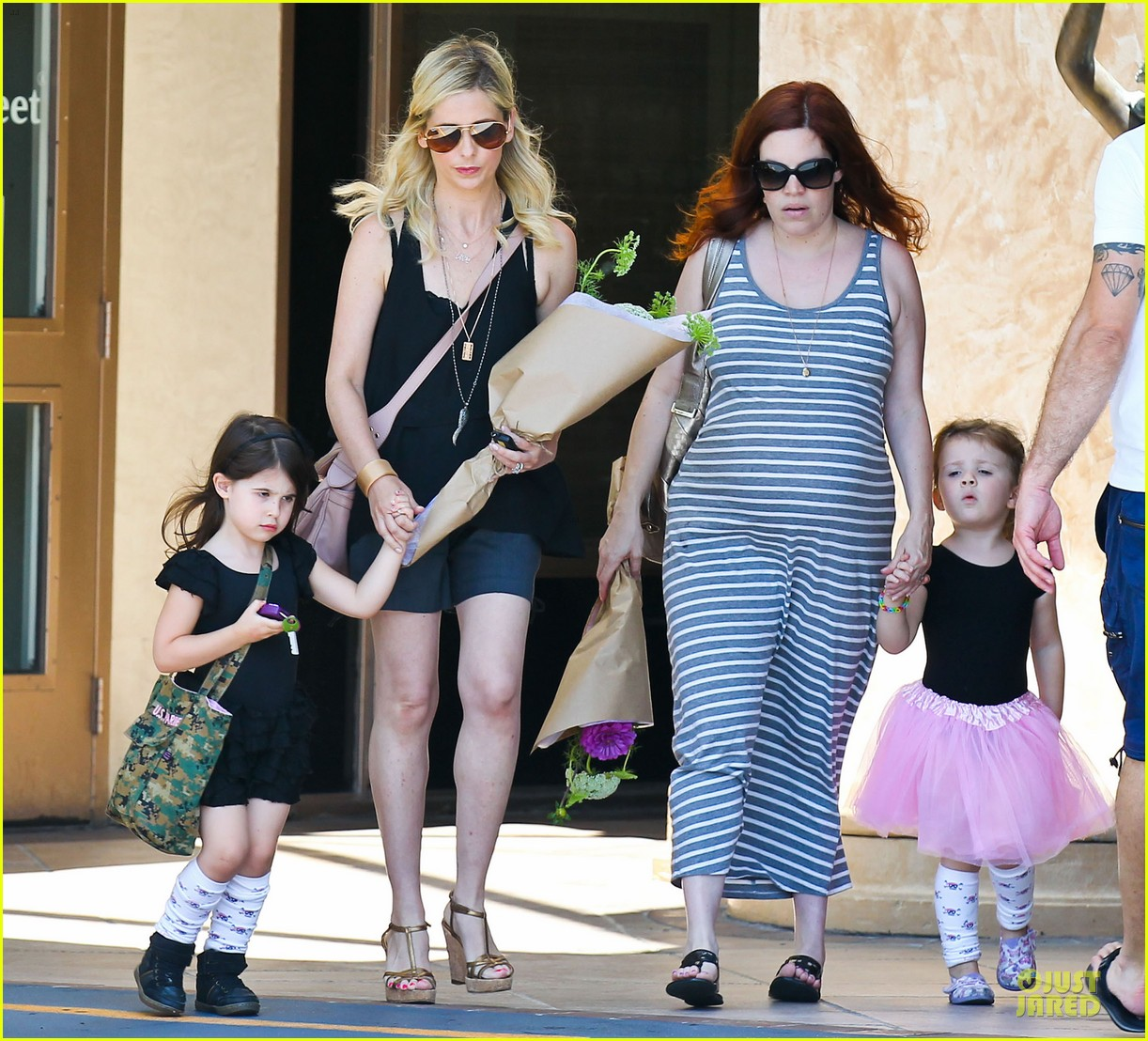 sarah michelle gellar flying with two kids alone is my latest milestone 03