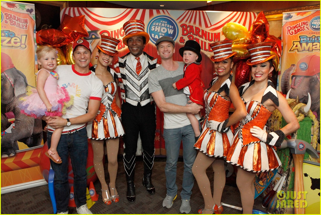 sarah michelle gellar neil patrick harris circus with the kids 042909713